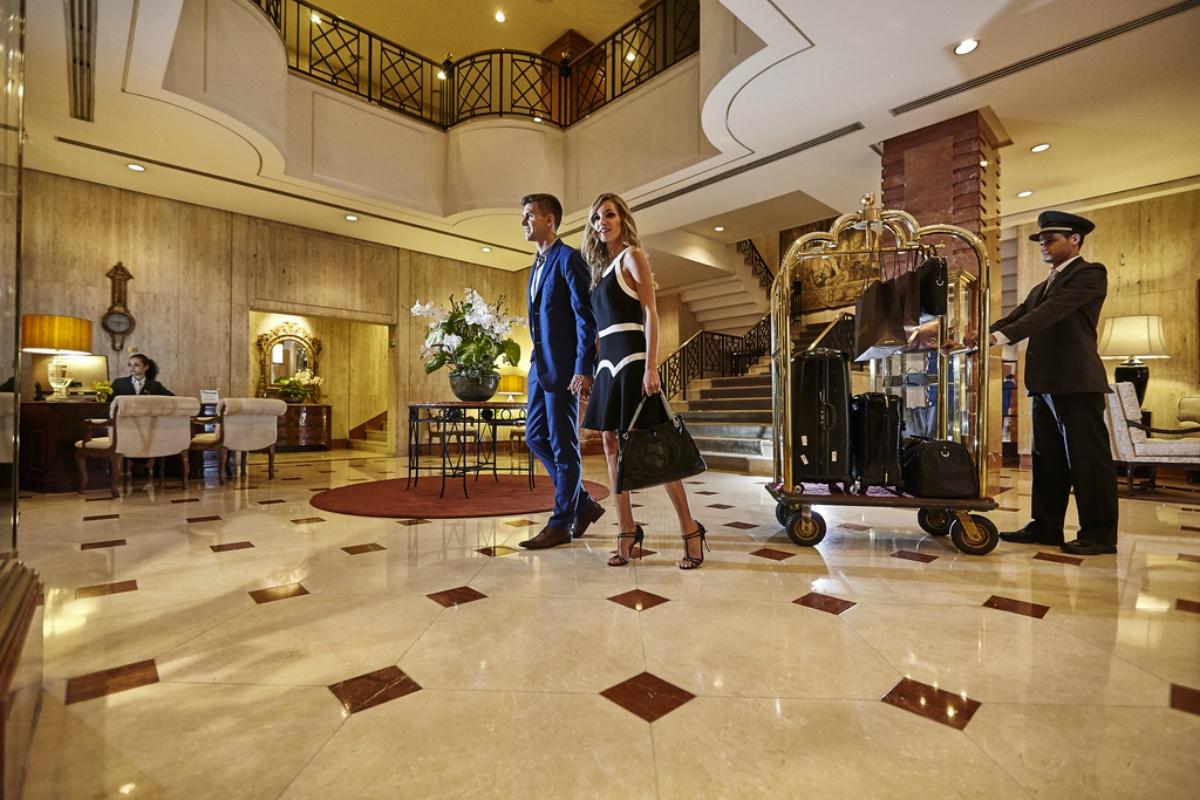 blog_receptionist_award_five_star_lobby